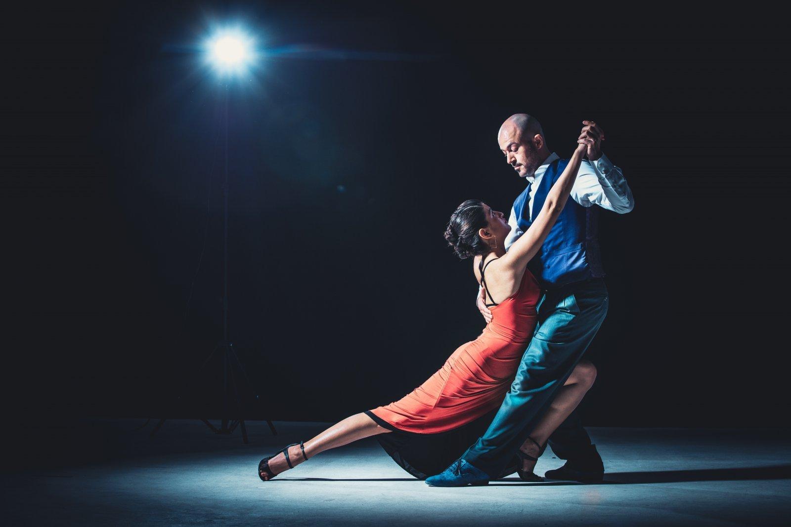 dance-dancers-dancing-2188012.jpg