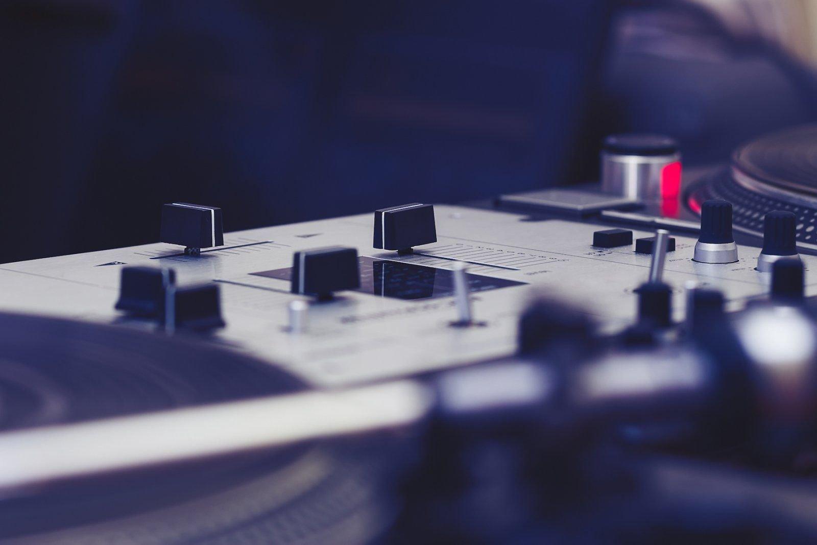 mixpaneel-dj.jpg