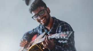 Hire a musician for your party, event or wedding
